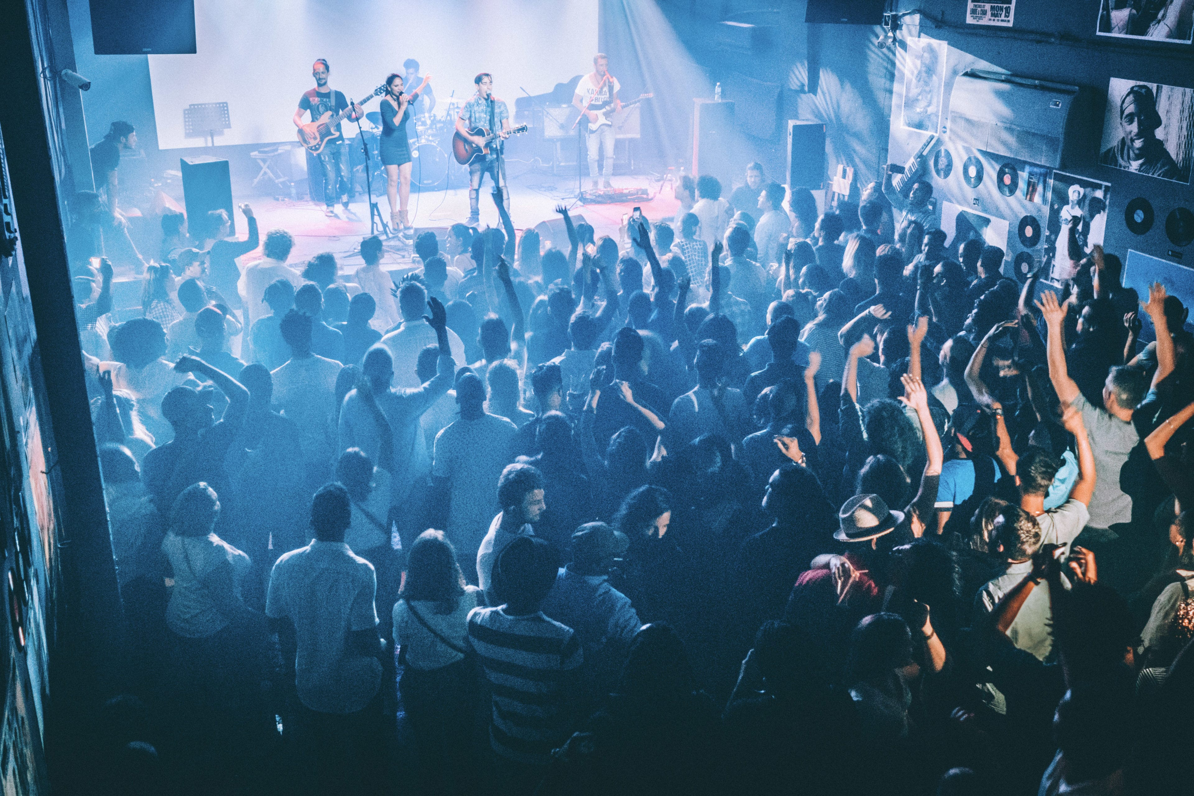 In der Fabrica de Arte Cubano in Havanna findet ein Konzert statt