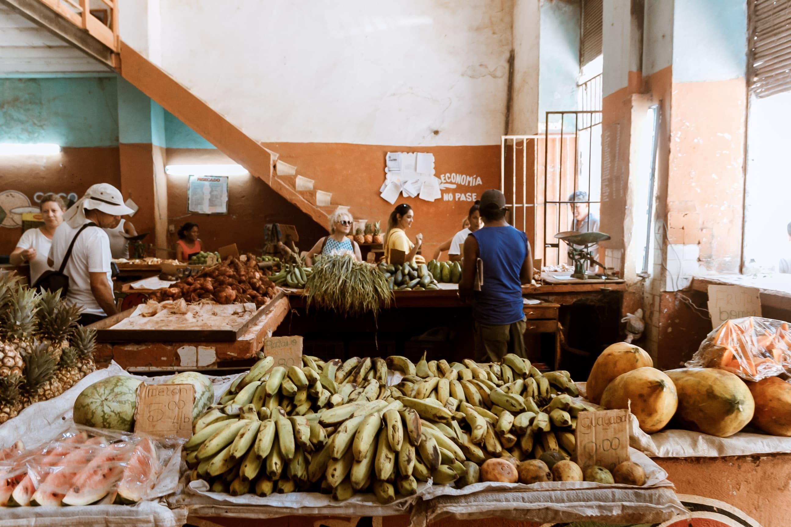 Obstladen in Kuba