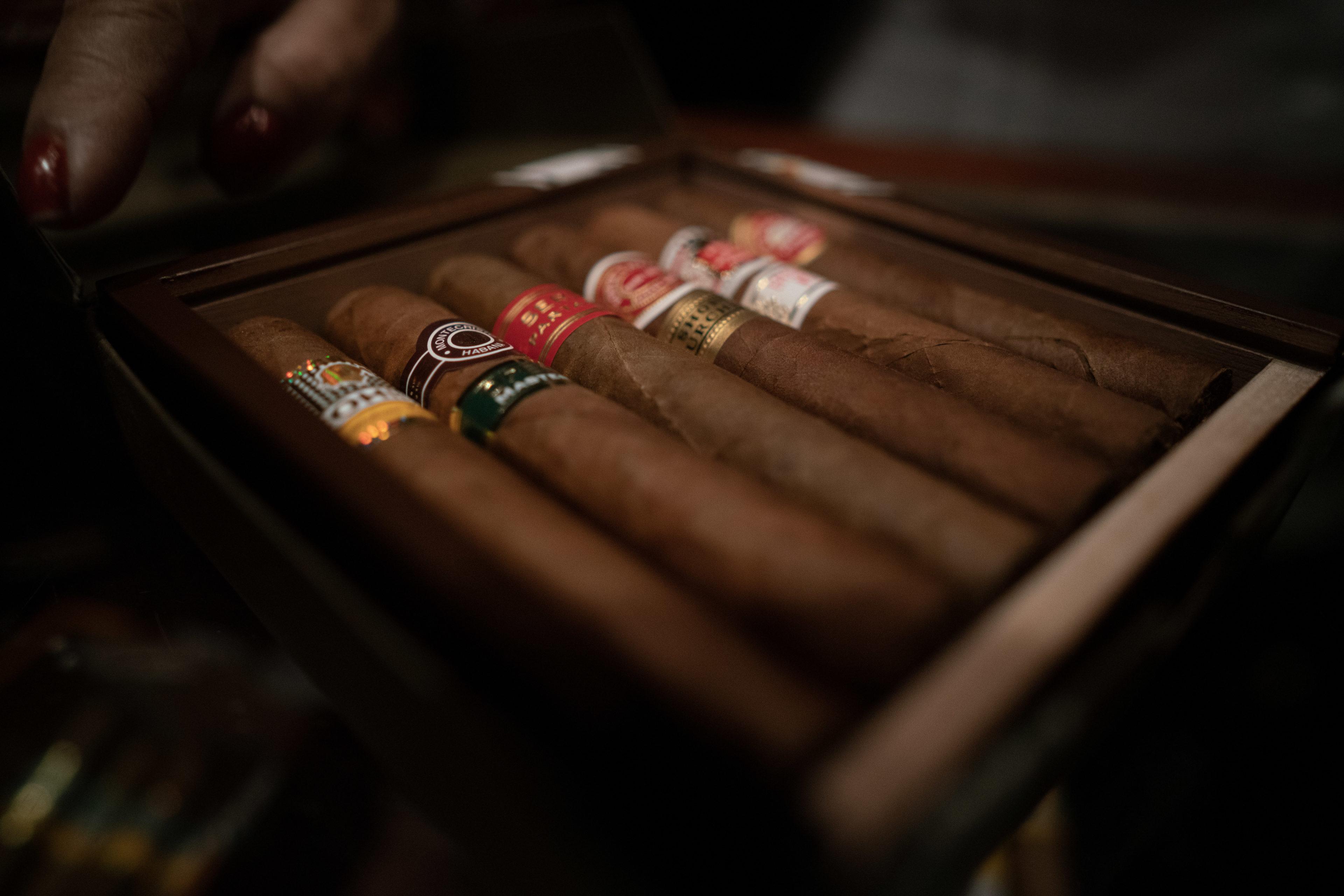 Genießt eine kubanische Zigarre vor Ort
