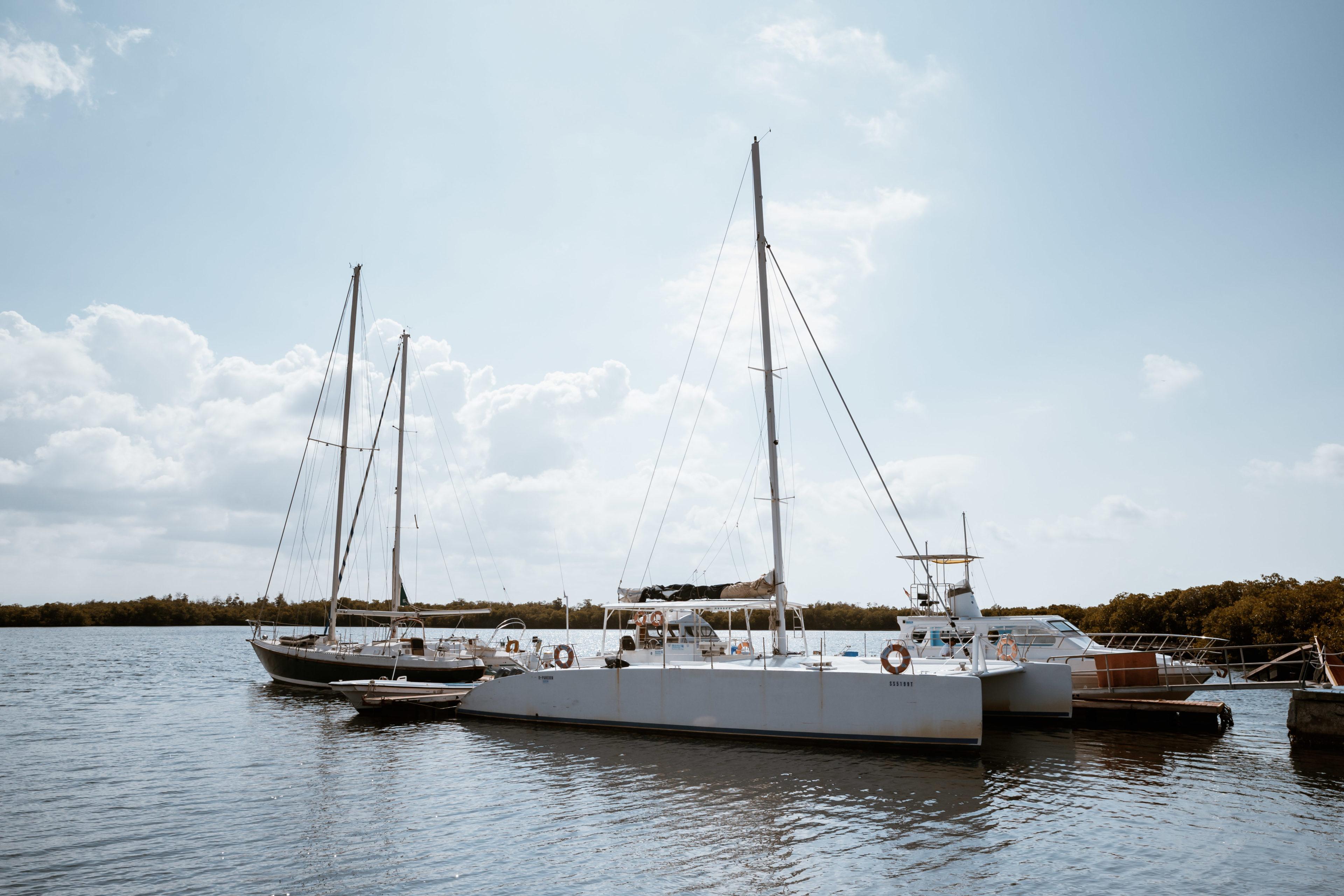 Segelschiffe am Anleger in Cienfuegos