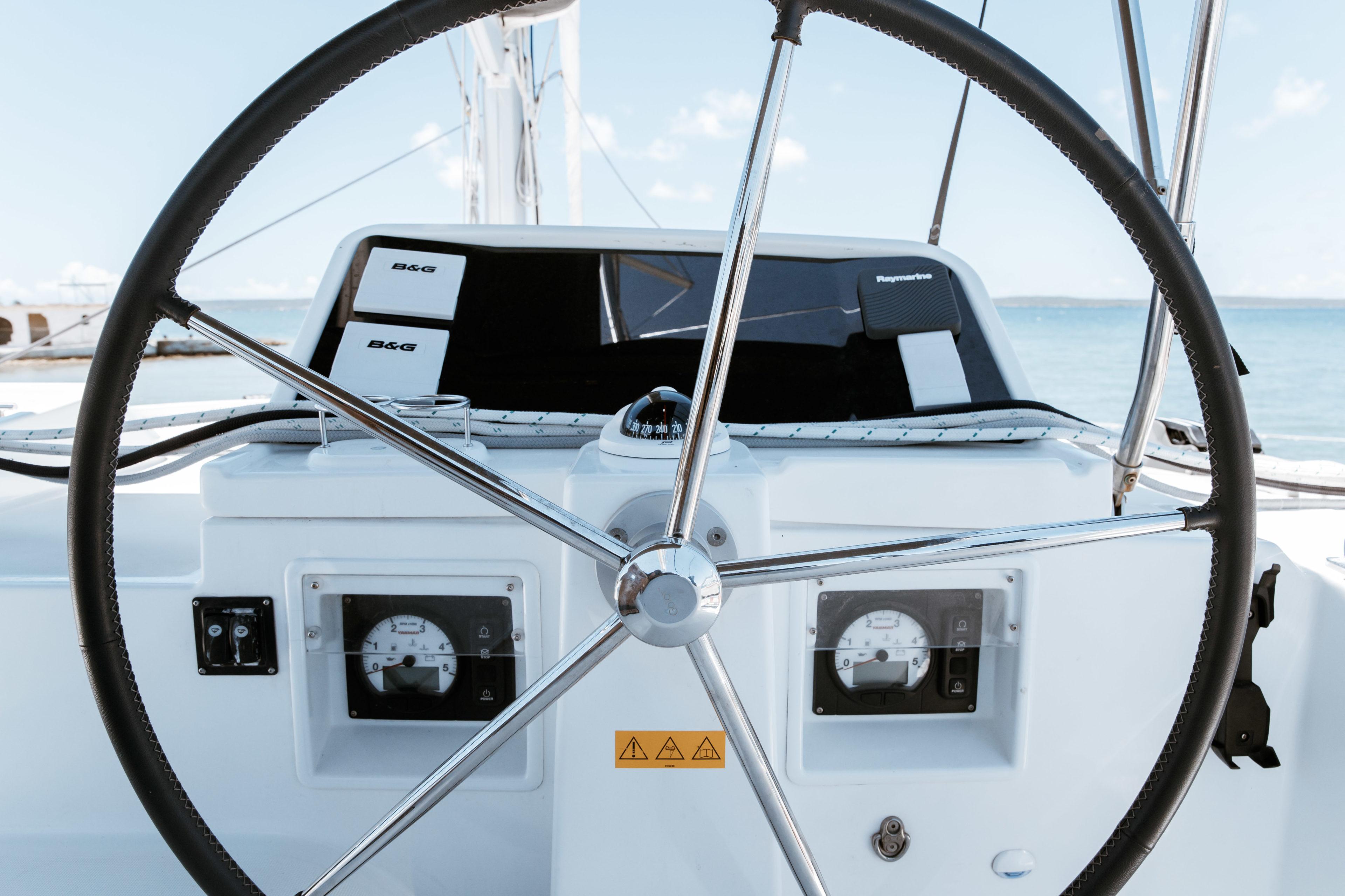 Steuer eines Segelschiffs in Kuba