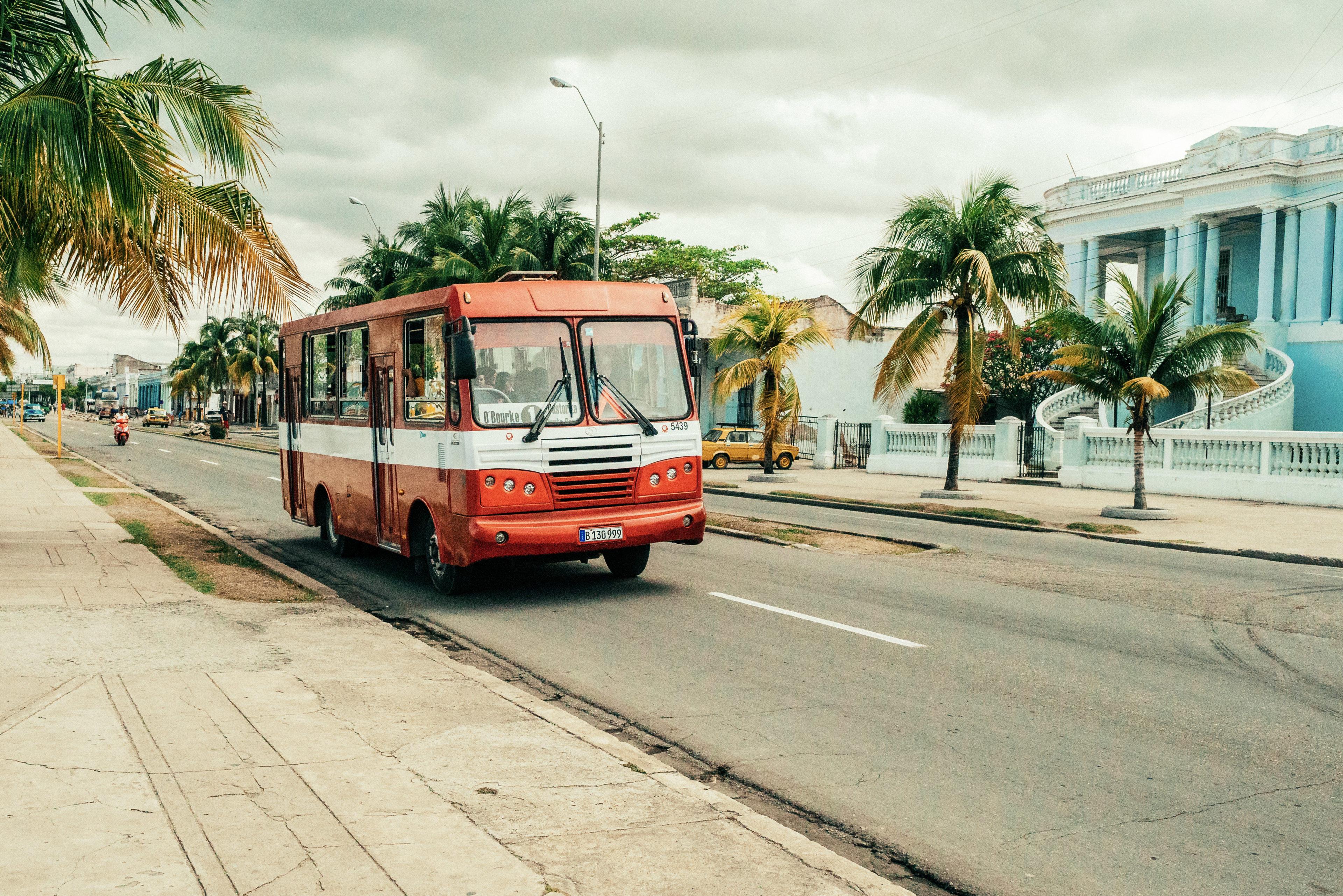 Ein typischer kubanischer Stadtbus in Cienfuegos