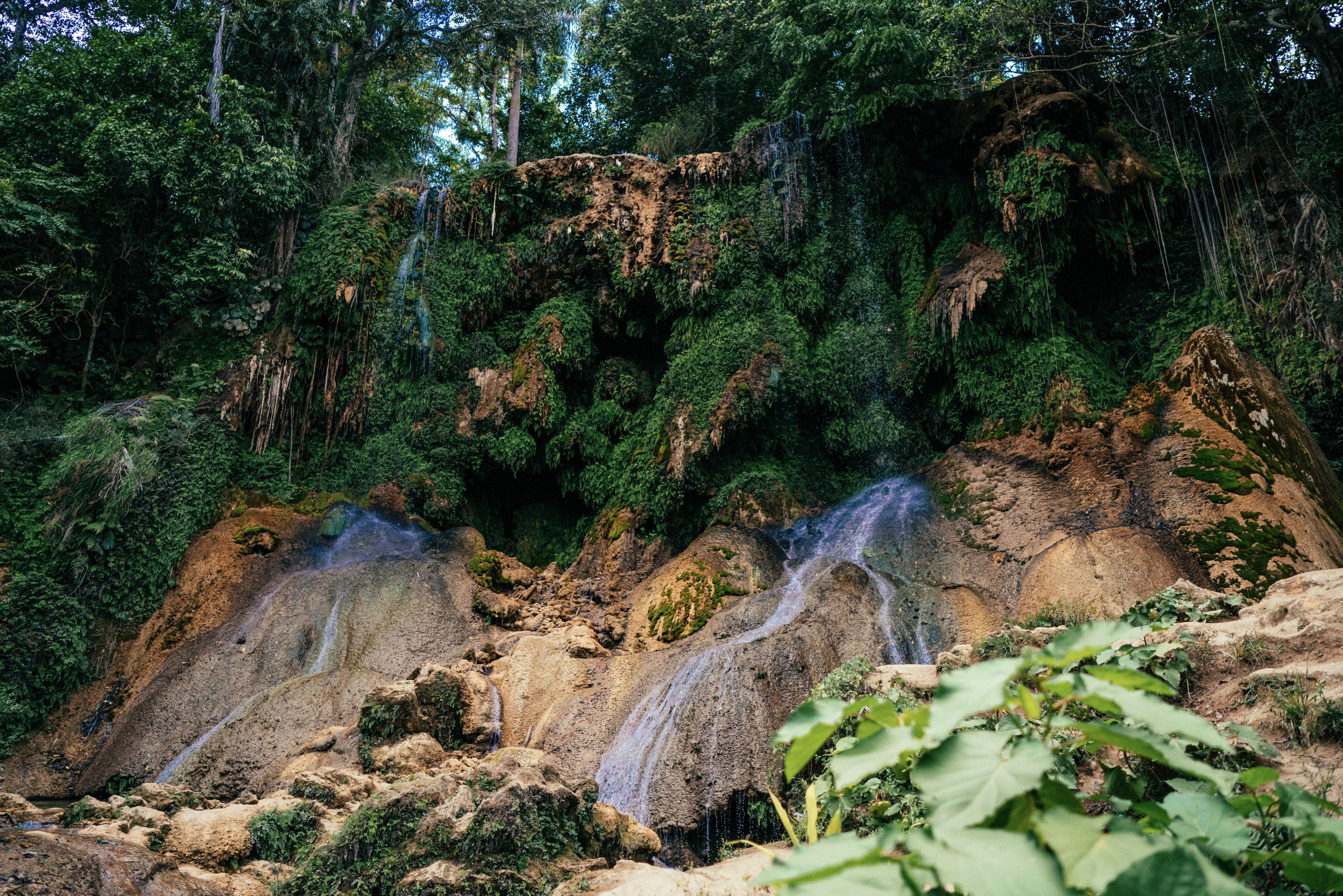 Wasserfall in Parque el Cubano in Trinidad