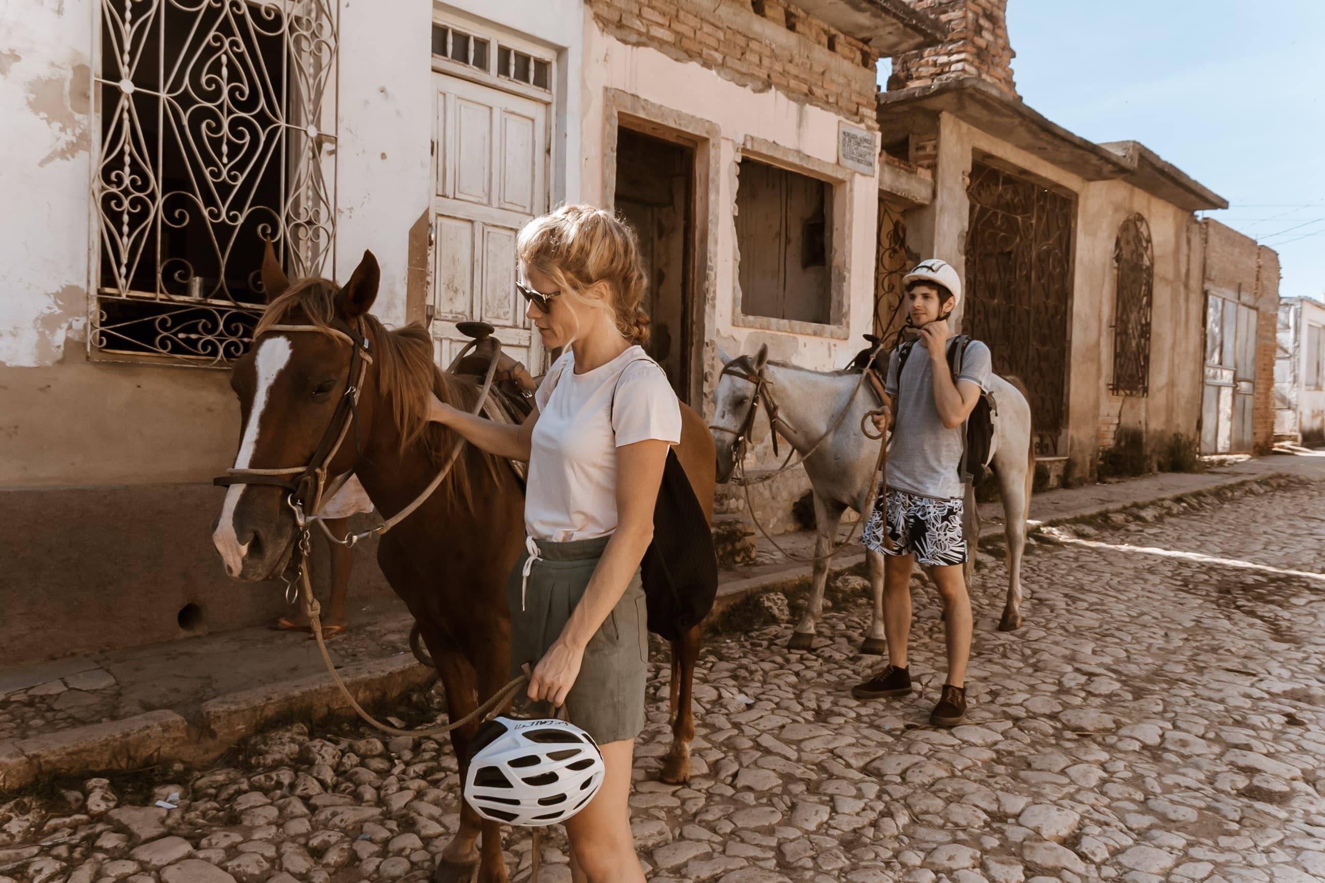 Eine Cuba Buddy Reisende und ihr Pferd