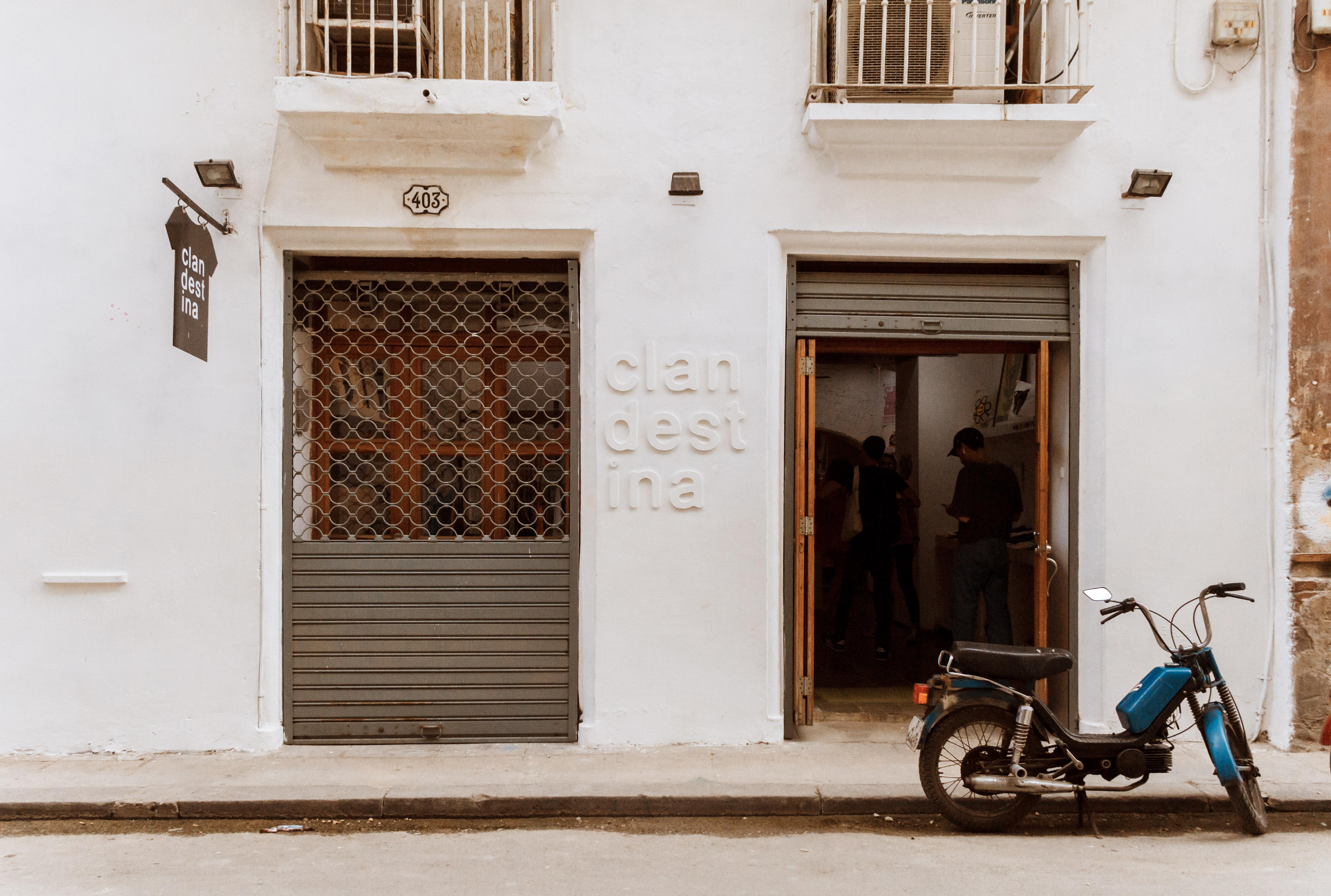 Ein ;ode Geschäft in Havanna Kuba